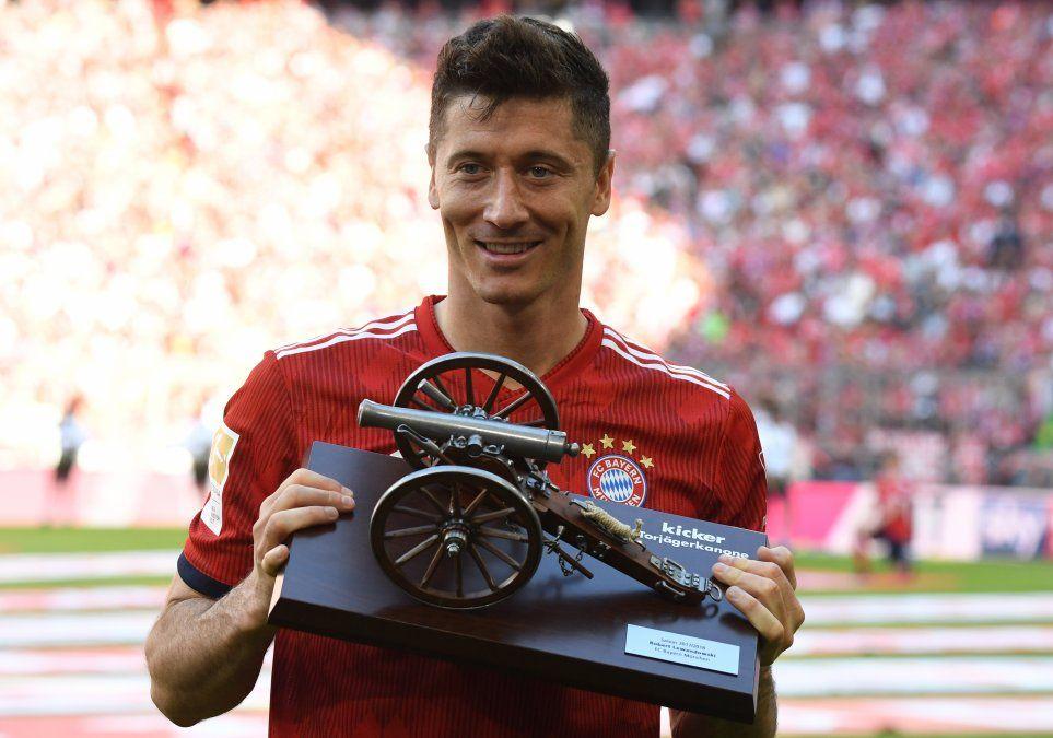 El goleador Robert Lewandowski fue galardonado por FIFA con el premio The Best