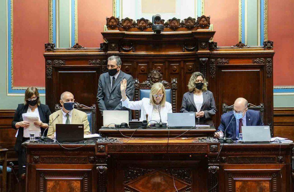 Rige desde este lunes el límite al derecho de reunión y las restricciones de ingreso al país