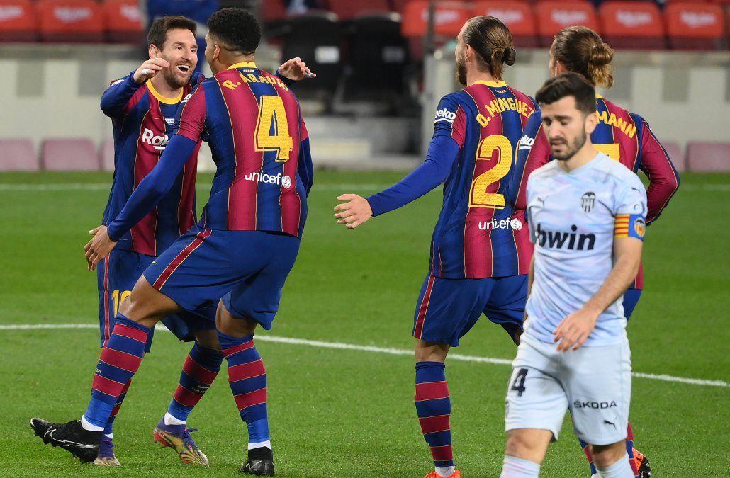 Ronald Araújo y Maxi Gómez anotaron en el empate 2-2 del Barcelona con el Valencia