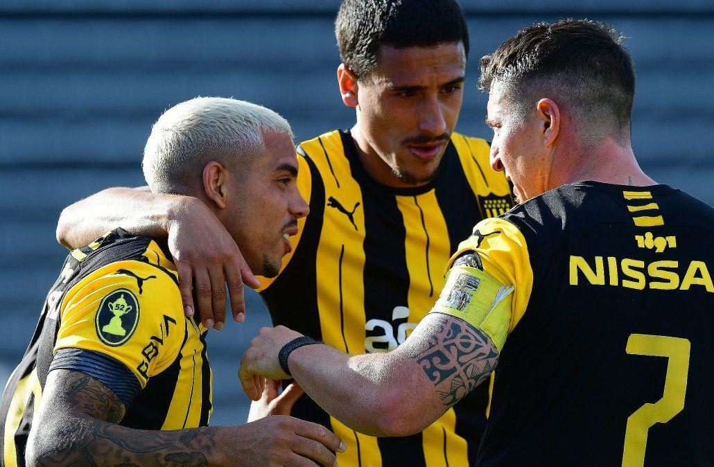 Peñarol le ganó 4-1 a Danubio en Jardines del Hipódromo por el Intermedio