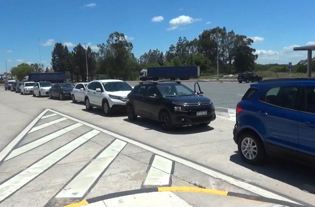 Intenso movimiento en el puente San Martín en las últimas horas para ingresar a Uruguay
