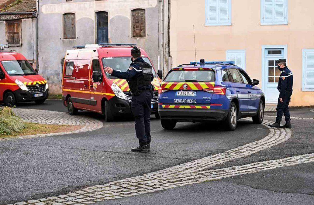 Un hombre mata a tres gendarmes que socorrían a una mujer por denuncia de violencia doméstica