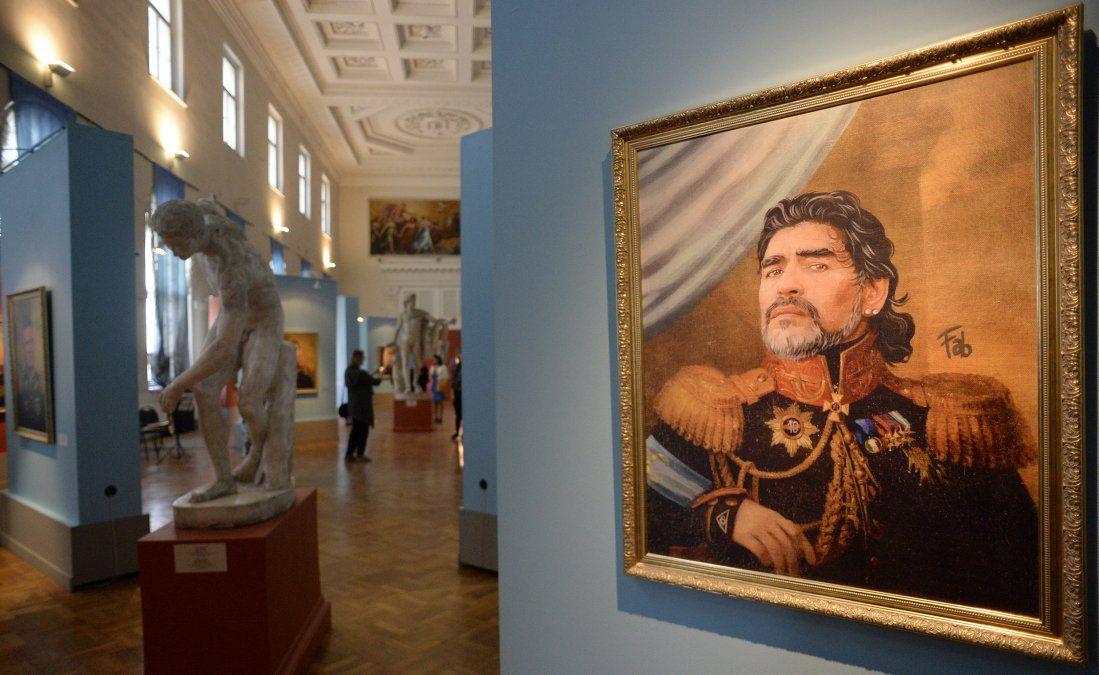 Una pintura de Diego Maradona en el Art Project Like the Gods presentada en el Museum of the Russian Academy of Arts por el artista italiano Fabrizio Birimbelli. La obra se expuso allí desde el Mundial de Russia 2018.