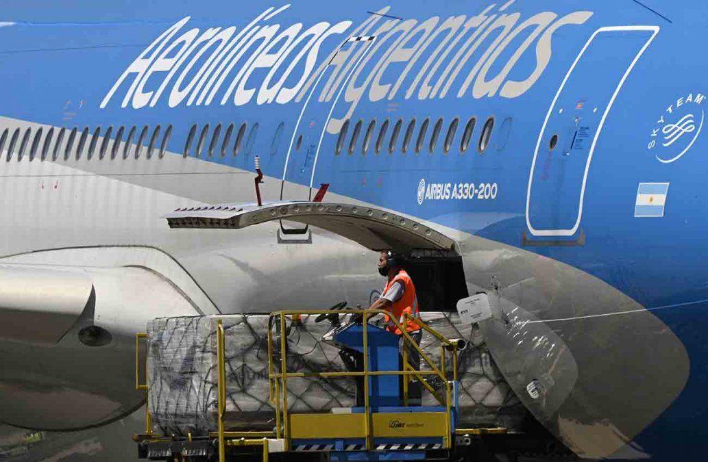 Llega a Argentina el primer lote de 300.000 vacunas contra el Covid-19 Sputnik V