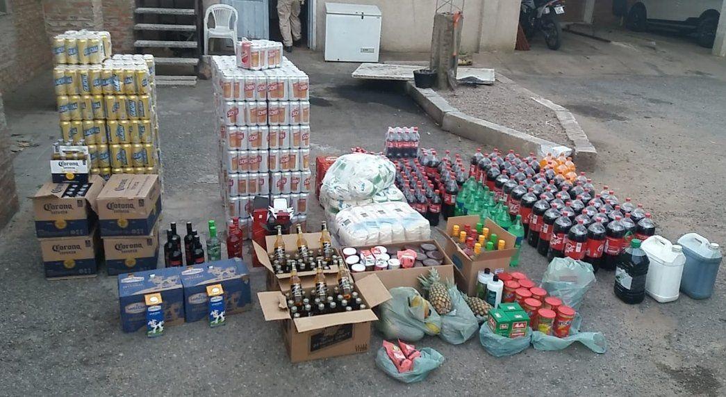 Incautaron dos mil latas de cerveza, 800 litros de refresco y varios kilos de alimentos de contrabando