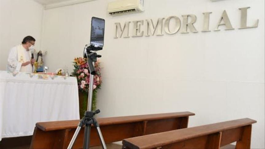 Coronavirus en Brasil: velorios online, oraciones por videollamada, y misas por streaming