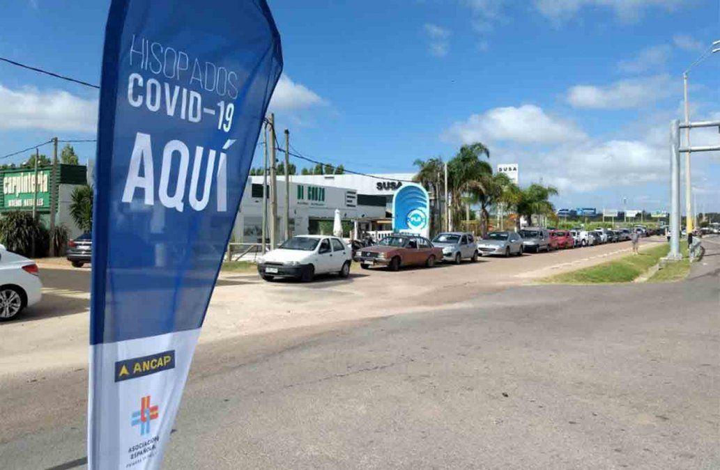 Test gratuitos de coronavirus en la estación ANCAP frente al Aeropuerto