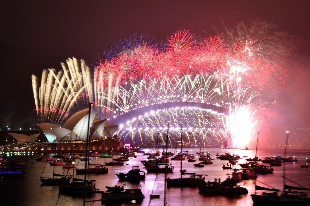 Fuegos artificiales sobre el icónico Harbour Bridge de Sydney