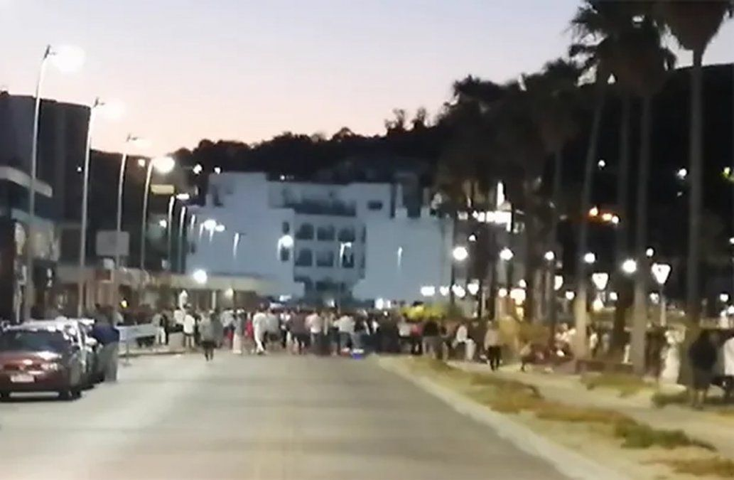 Aglomeración, incidentes y contenedores incendiados en Piriápolis