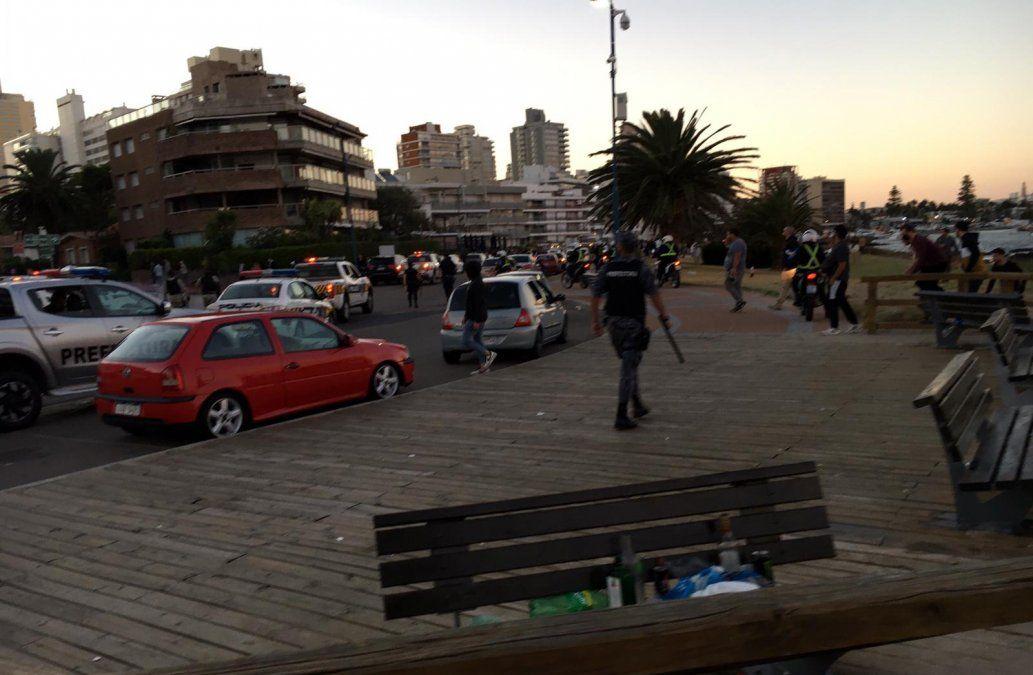 Policía interviene en Punta del Este por aglomeración. Foto: Prefectura Nacional Naval.