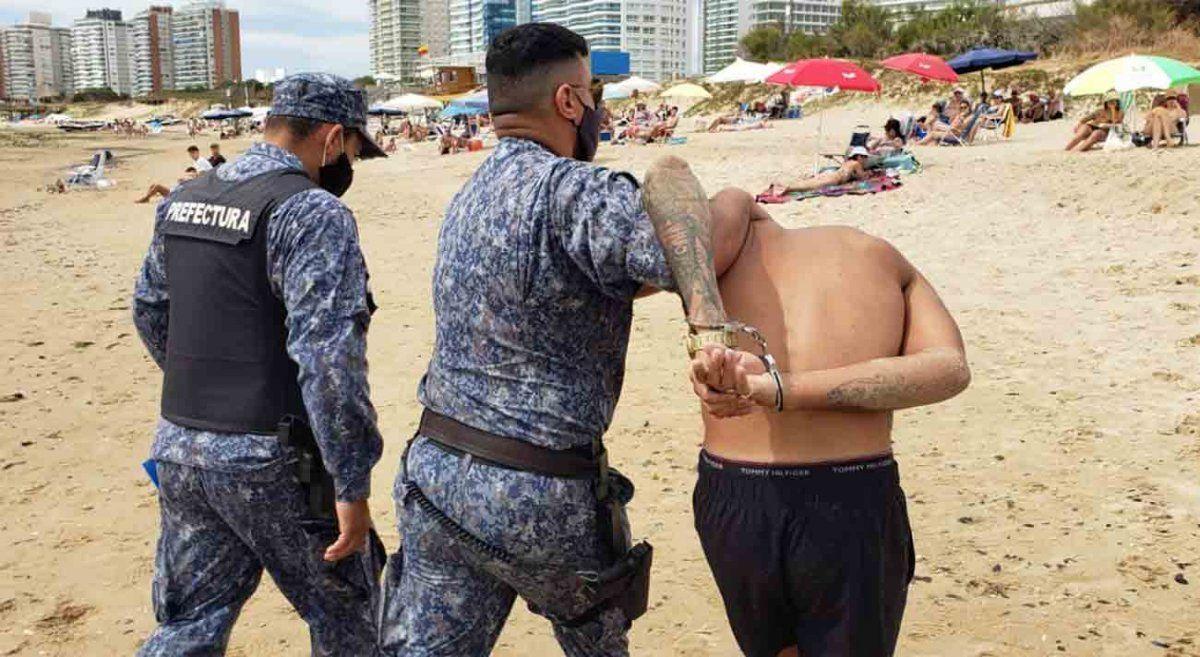 Dos detenidos y un arma incautada tras aglomeración en Playa Mansa