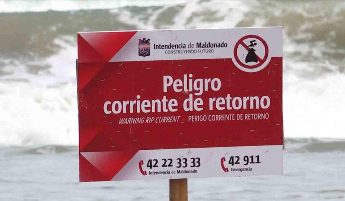 Un hombre falleció de un paro mientras surfaba en Punta del Este