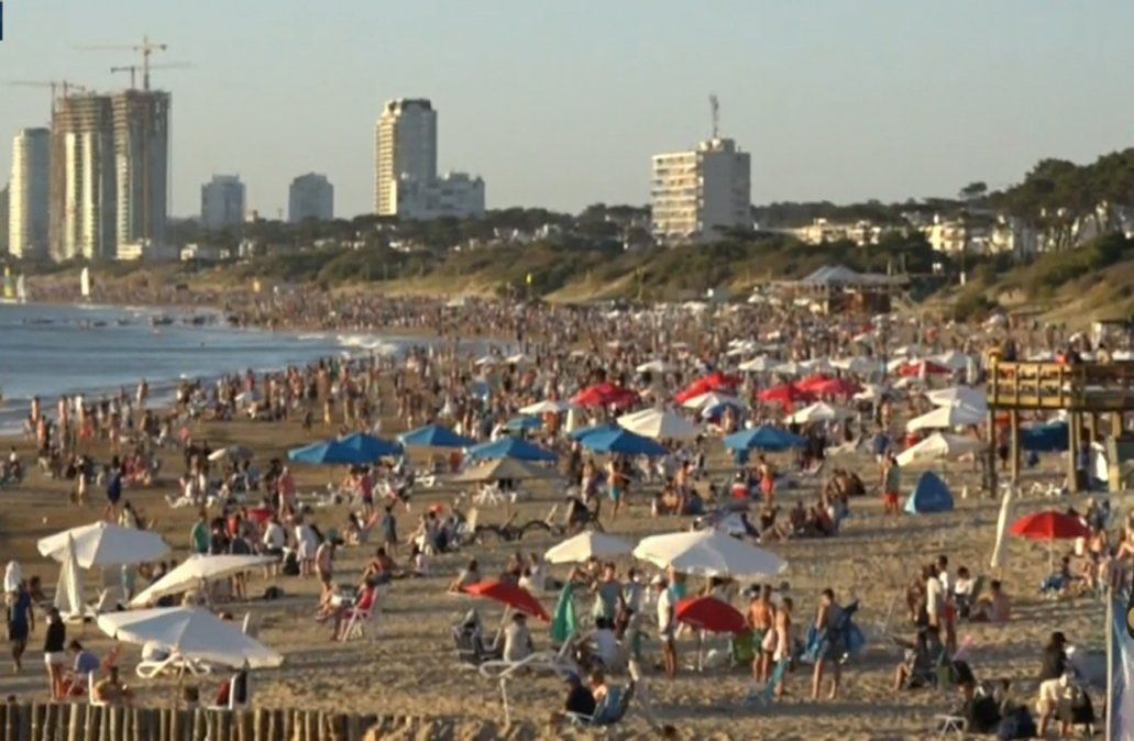 Colocaron la bandera de aglomeración en playa Mansa de Punta del Este