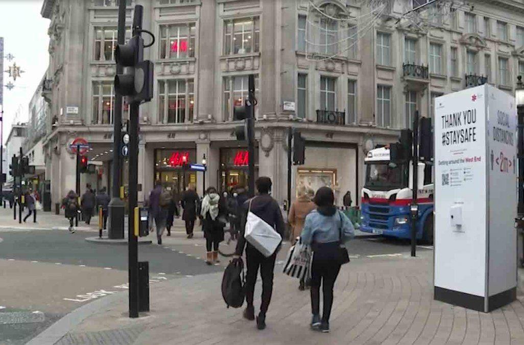 Boris Johnson contempla restricciones más duras en Reino Unido por el Covid-19