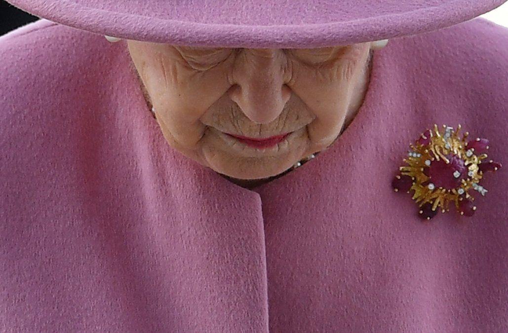 Encarcelan a empleado de la reina Isabel II por robar en el Palacio de Buckingham
