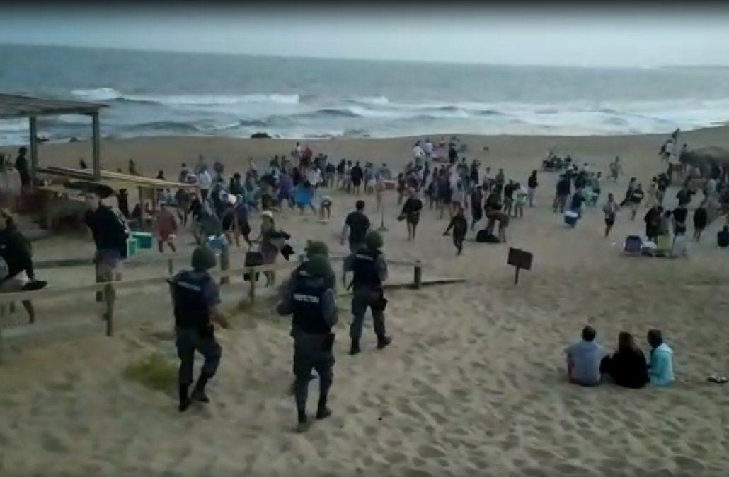 Prefectura dispersó una fiesta en playa de La Pedrera con cerca de 600 personas