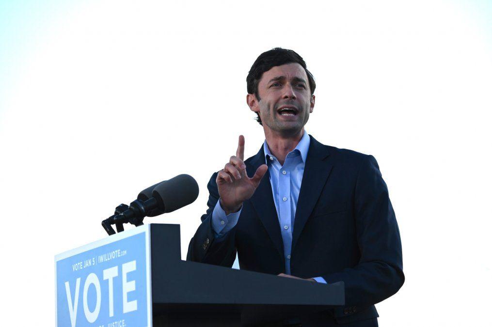 Demócratas ganan segunda elección en Georgia y se aseguran el control del Senado