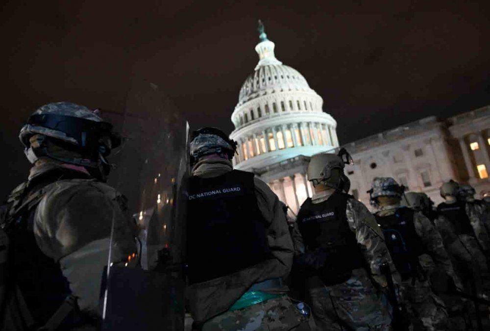 Murió la mujer baleada en los disturbios en el Capitolio de Estados Unidos