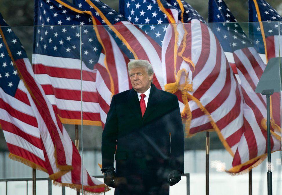Trump condena a sus seguidores que profanaron el Capitolio y advierte que lo pagarán