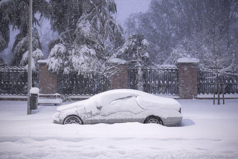 España sufre la mayor nevada en 50 años; Madrid en alerta roja