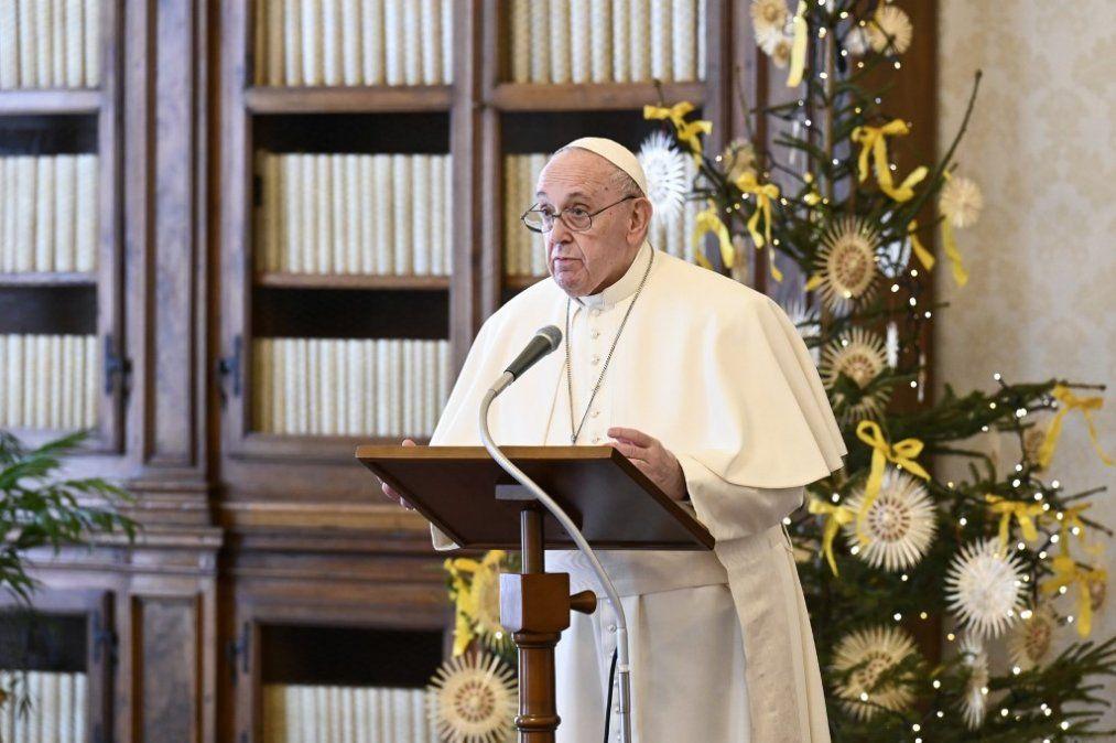 Papa anuncia que se vacunará la semana que viene y denuncia negacionismo suicida