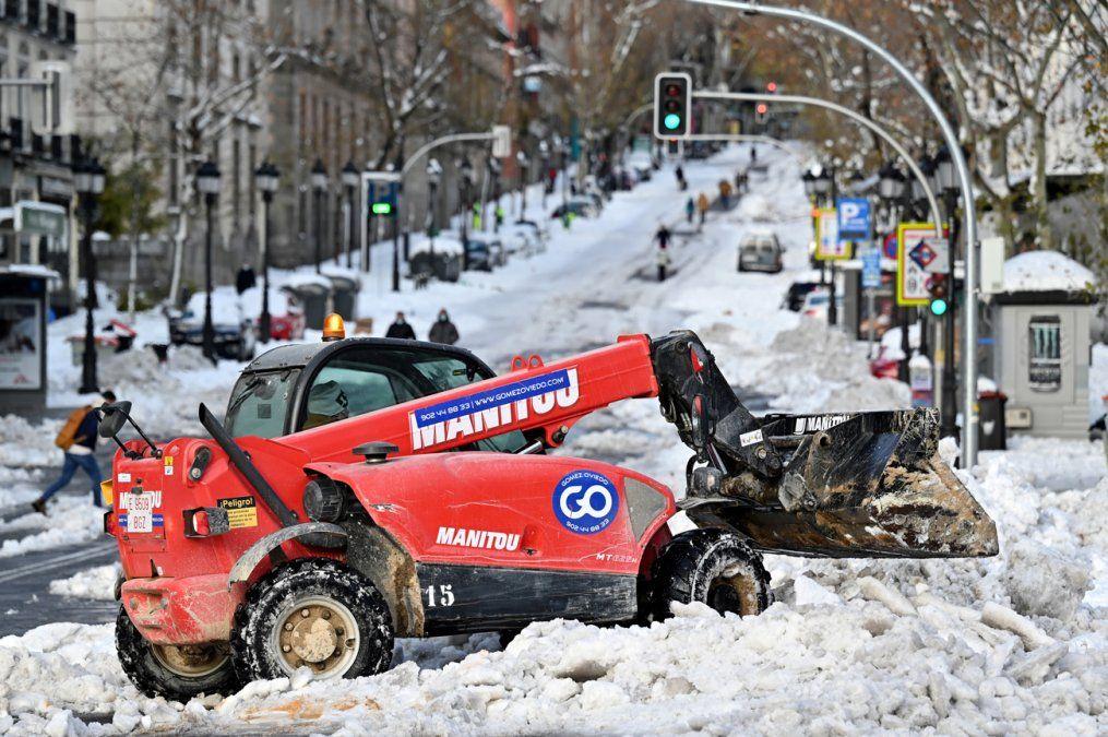 España contrarreloj para quitar nieve antes de ola de frío