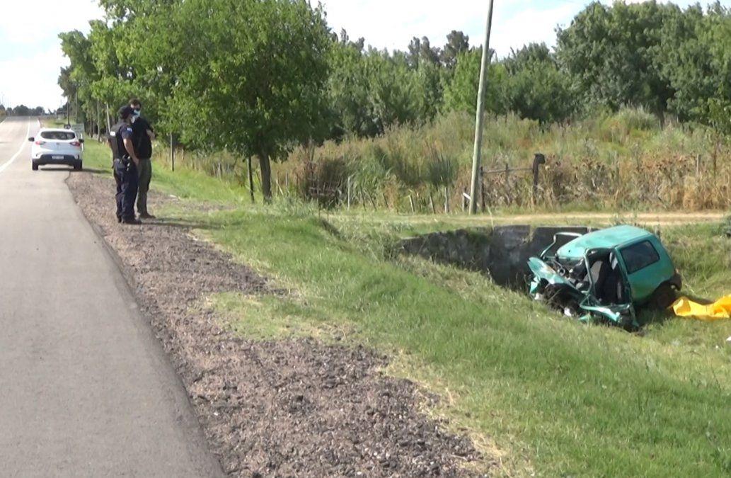 Un hombre de 35 años murió cuando su vehículo impactó contra un desagüe