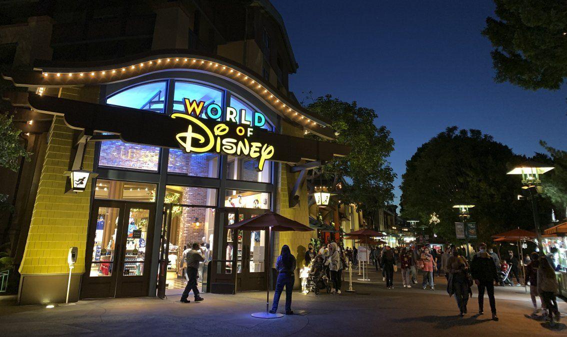 Parque de Disneyland será convertido en centro de vacunación