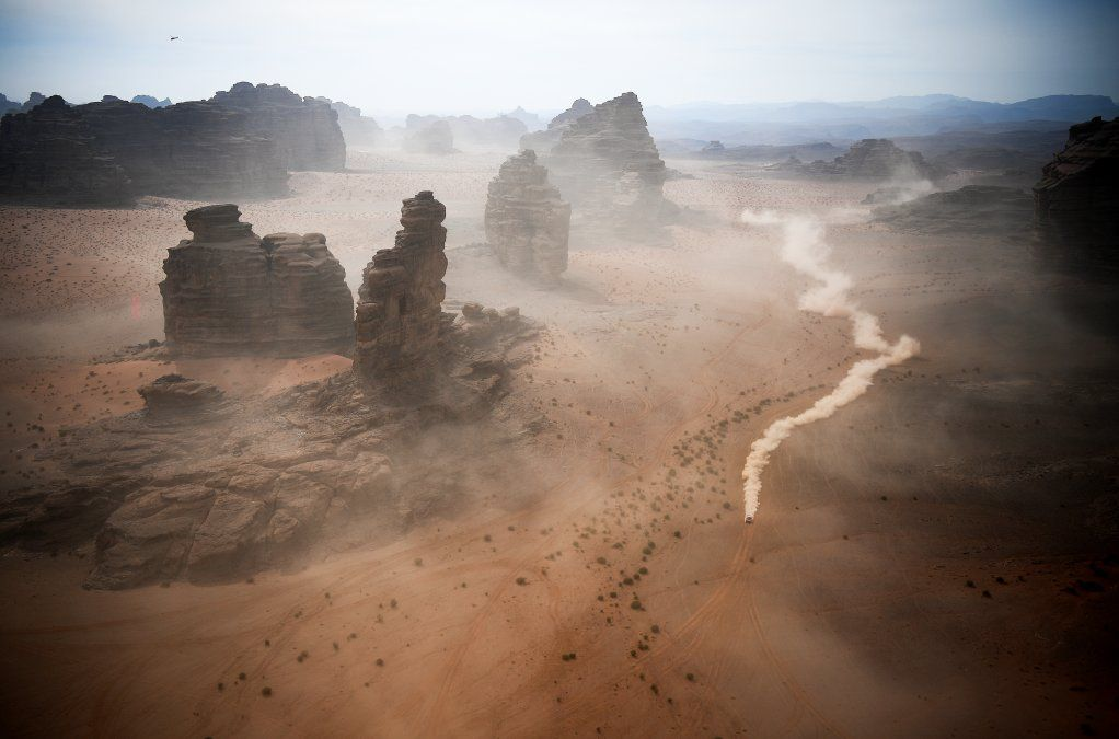 Los competidores viajan durante la etapa 10 del Rally Dakar 2021 entre Neom y Alula en Arabia Saudita