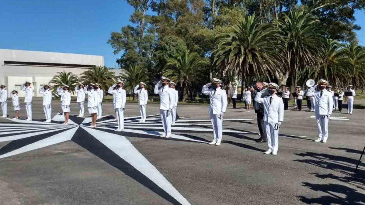 Lacalle Pou participó del acto de egreso de 20 efectivos de la Guardia Marina