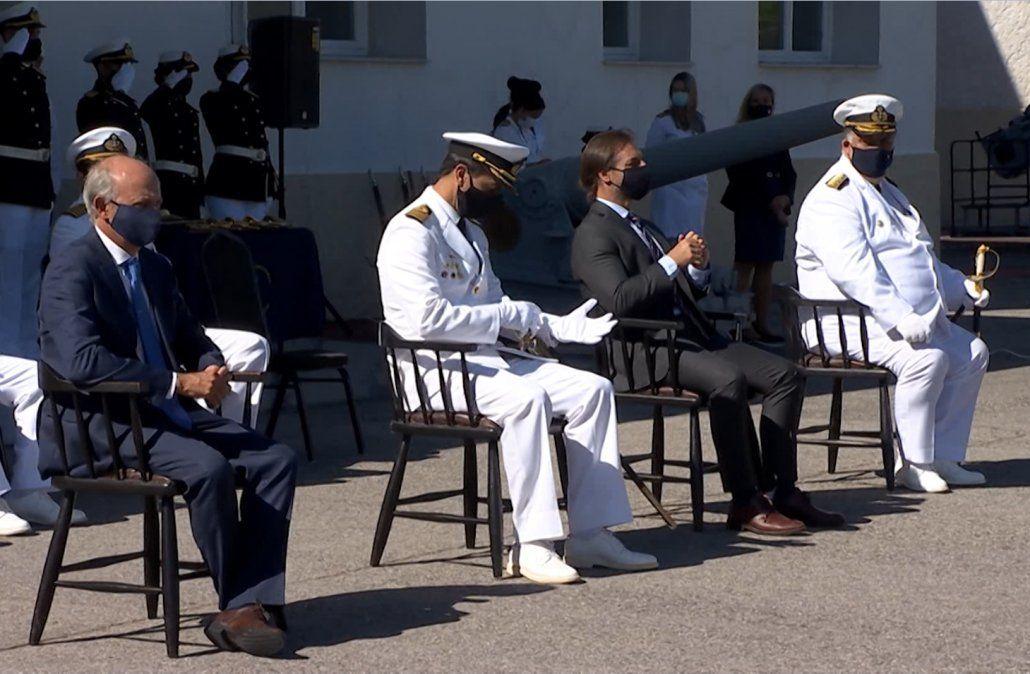 Lacalle Pou participó del acto de egreso de 20 oficiales de la Armada
