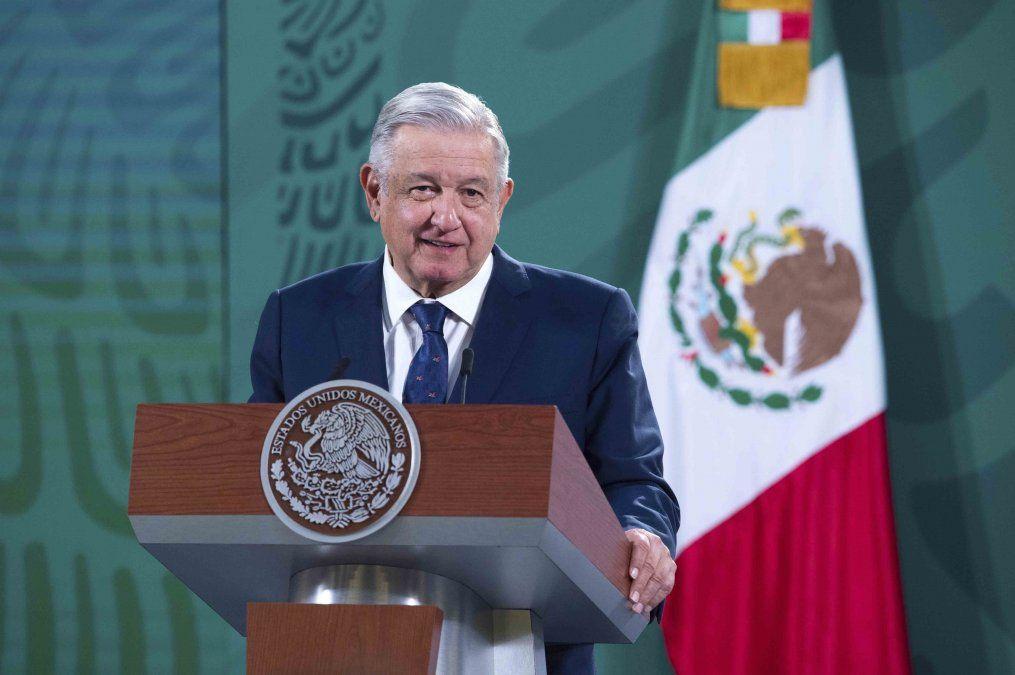 Presidente mexicano López Obrador anuncia que tiene covid-19
