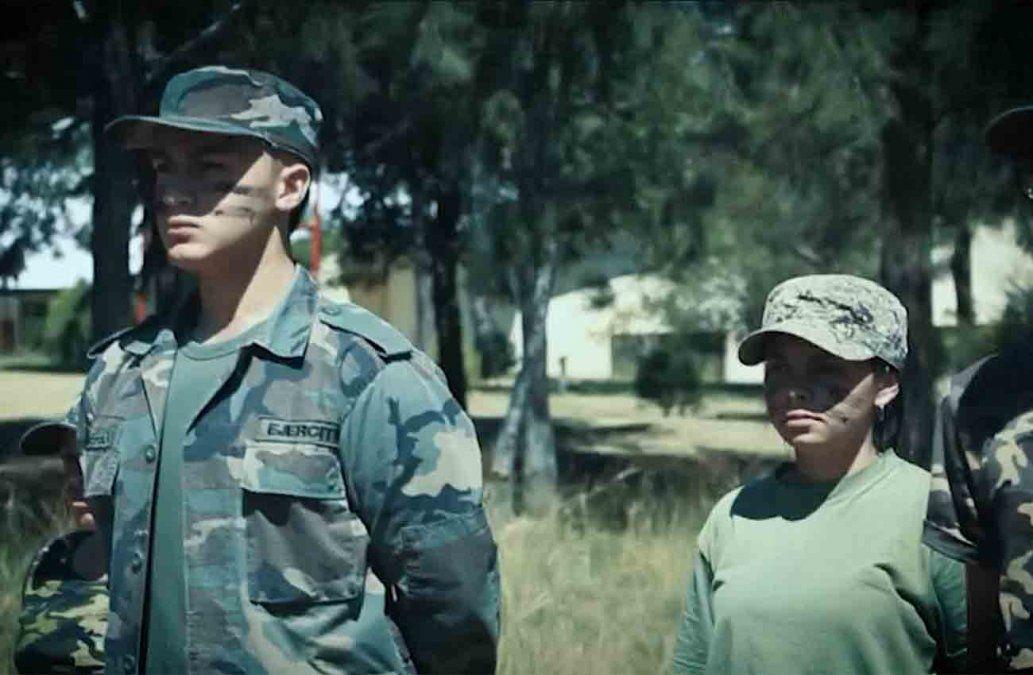 Beraca divulgó videos con temáticas guerrilleras invitando a los jóvenes al ejército de Dios