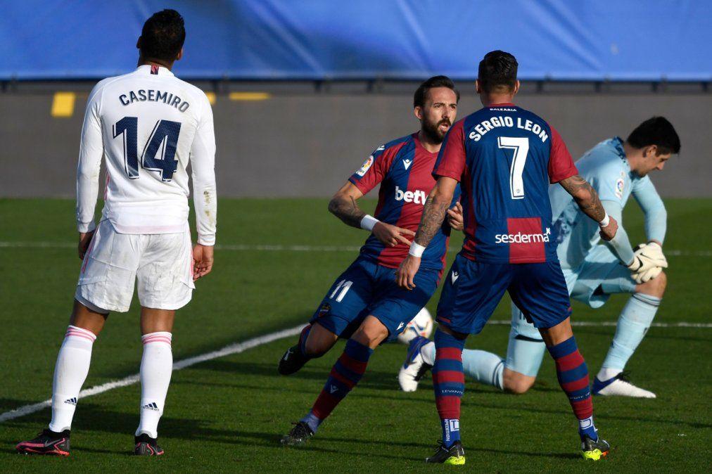 Real Madrid se aleja del título de Liga al caer 2-1 con el Levante