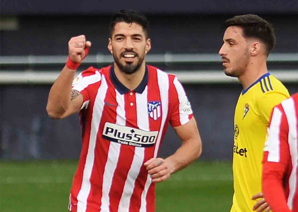 Con dos goles de Suárez el Atlético le ganó 4 a 2 al Cádiz