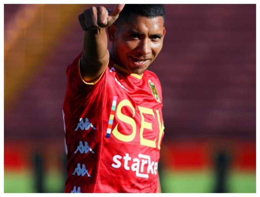 Palacios con la camiseta de Unión Española. Viene de marcar 15 goles en ese club.