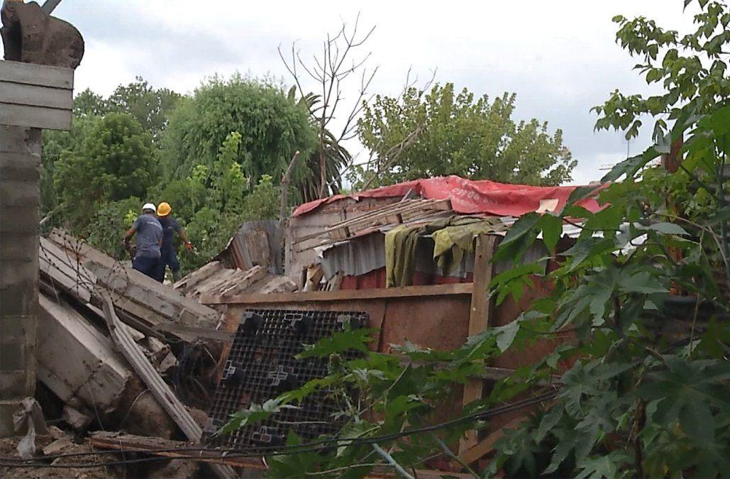 Vecinos del asentamiento Cadorna temen por caída de más muros y un deslizamiento de tierra