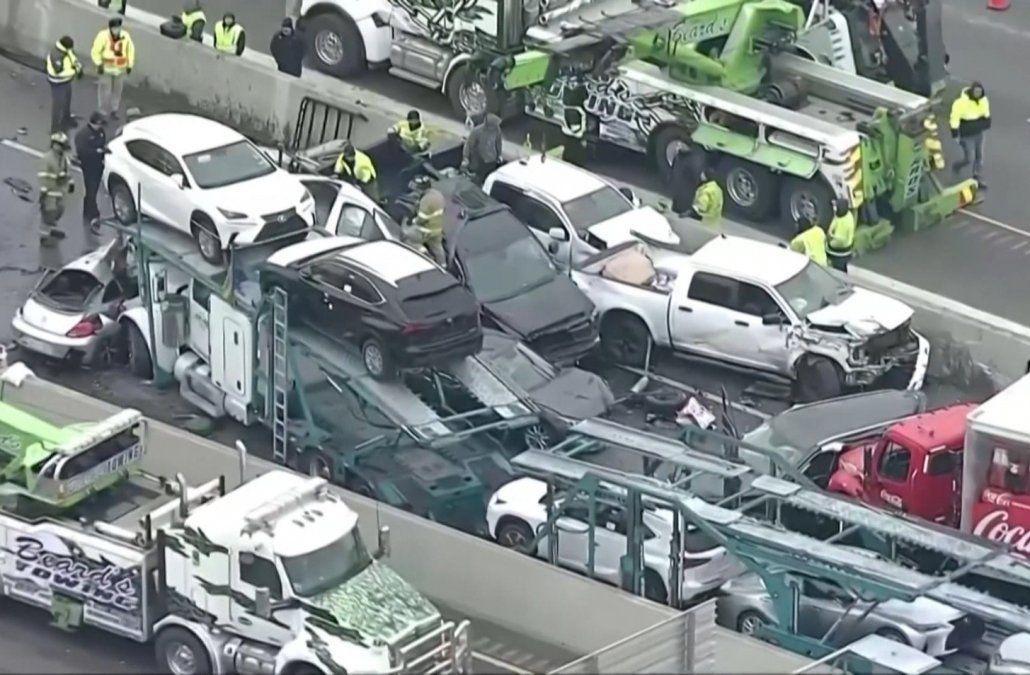 Terrible accidente con un centenar de vehículos dejó al menos cinco fallecidos