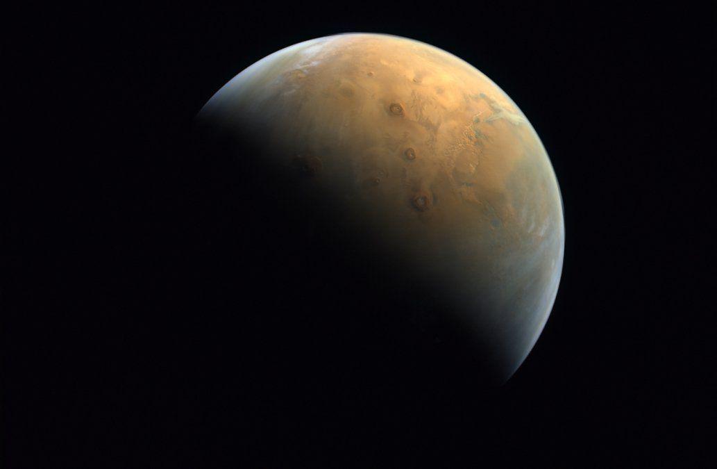 Sonda Esperanza manda su primera imagen de Marte