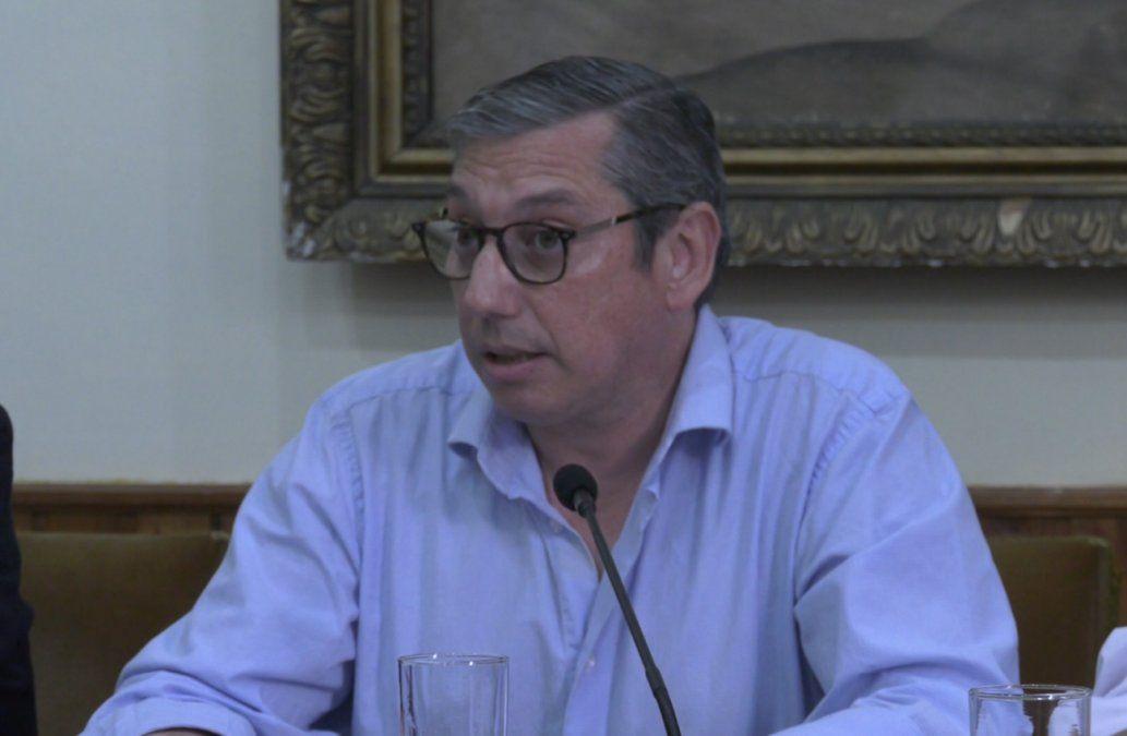 Carlos Enciso está en CTI por Covid-19