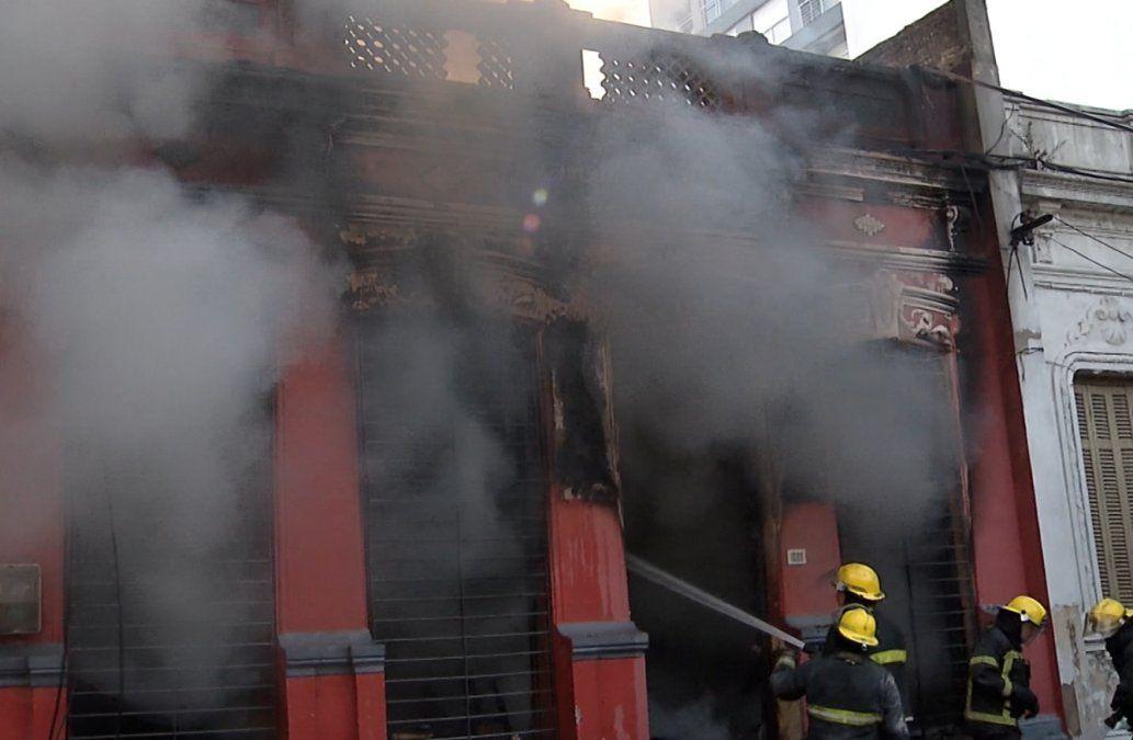 Importante incendio en una ex tapiceria ubicada en el Cordón