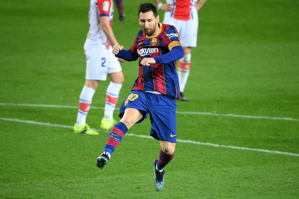 El DT Koeman rodeó a Messi con los jóvenes Trincao