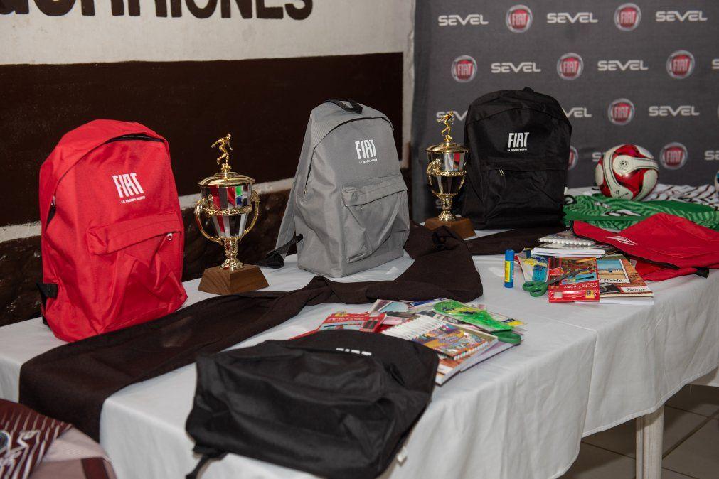 RSE: Fiat realiza entrega de equipos y útiles escolares a Los Gorriones