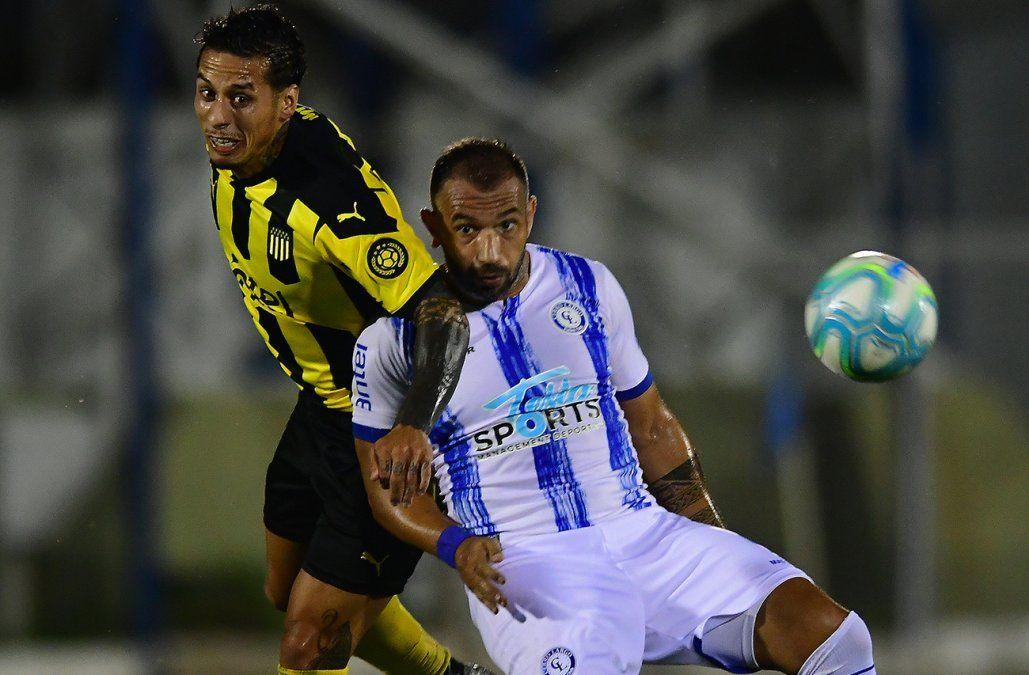 Cerro Largo le empató el partido a Peñarol en la última jugada del partido