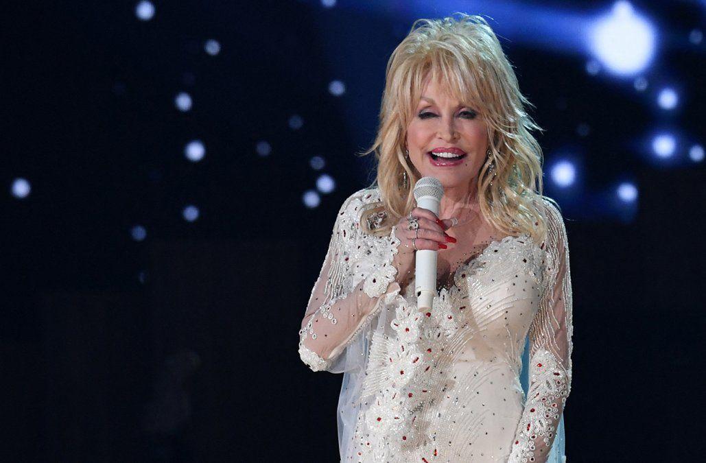 Dolly Parton rechazó estatua en su honor: no creo que sea apropiado ponerme en un pedestal