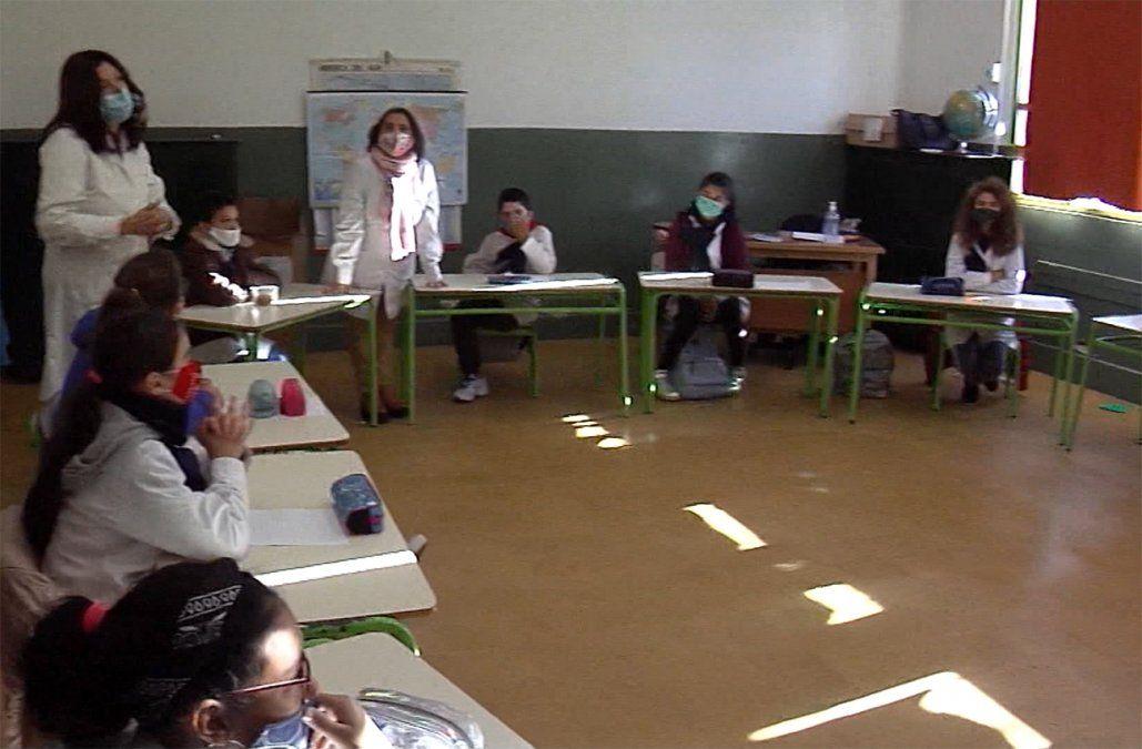 ANEP reduce de 1,5 a 1 metro la distancia entre alumnos en Primaria, Secundaria y UTU
