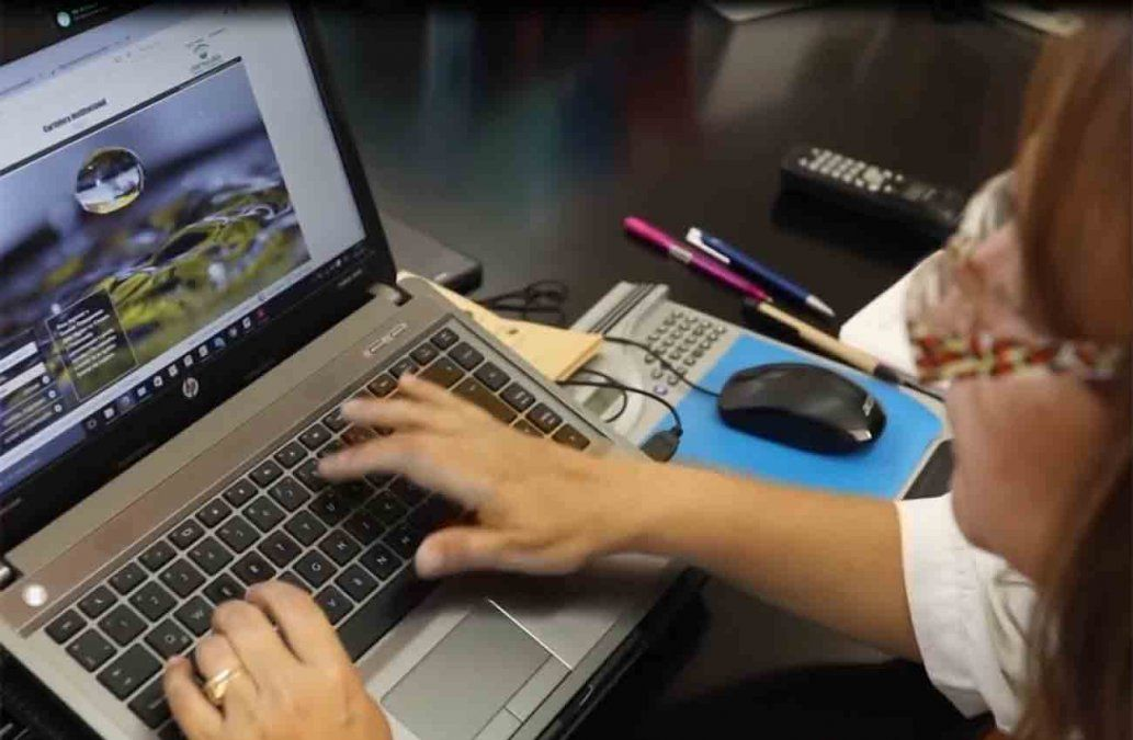 Intendencia pagará partida mensual extra de $ 2.000 a funcionarios que teletrabajen