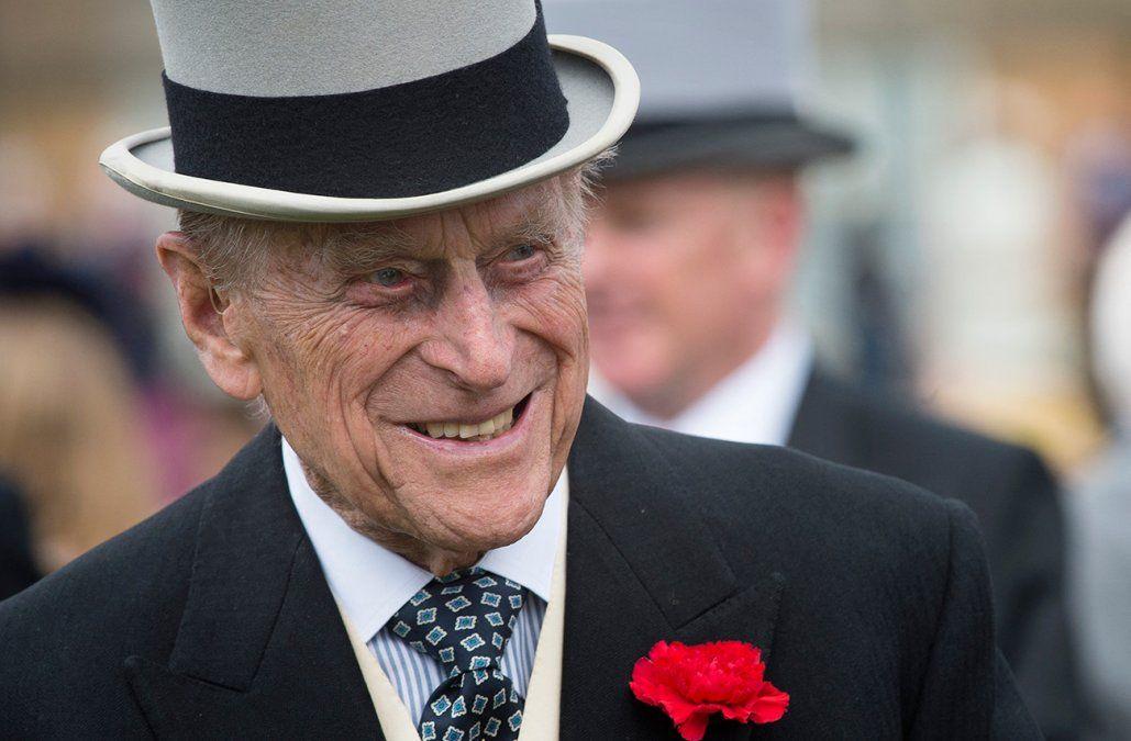 El príncipe Felipe está respondiendo al tratamiento por una infección, afirma Buckingham