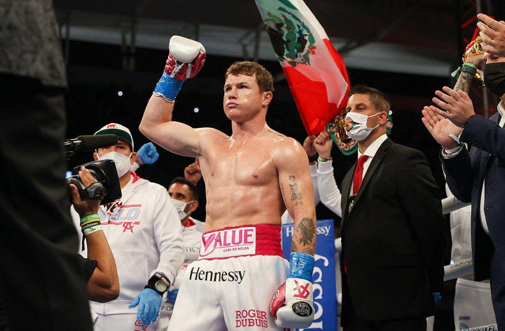 Canelo Álvarez le gana al turco Yildirim en tres asaltos