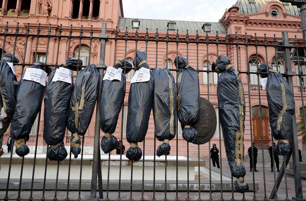 Protestas opositoras en Argentina contra vacunación vip